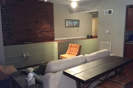Cozy Loft 2 blocks from Market Square - Apartamento