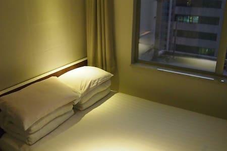 B8-Standard DoubleBed Room with public balcony - Hongkong - Wohnung