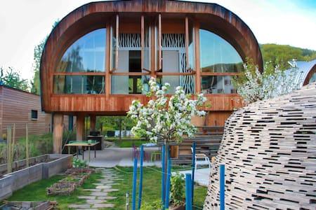 """Gîte insolite cabane luxueuse """"Les Coccinelles"""" - Maan sisään rakennettu talo"""