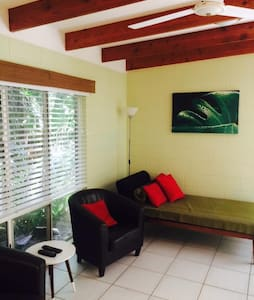 Cairns Beaches  Private Apartment - Dom