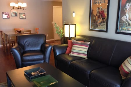 Relaxing 2 bed Bridlewood condo - Calgary - Lakás