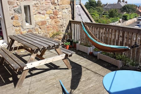 Large bedrooms in well located quirky house - Crail