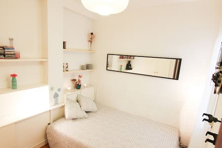 Cozy room with private bathroom - Apartment