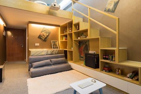 净家暖心复式楼 五缘湾家庭影院式公寓 配备高清投影仪 快速公交直达全市 - Leilighet
