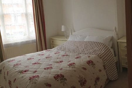 Double Room Lovely Victorian Home Clarendon Park - Leicester