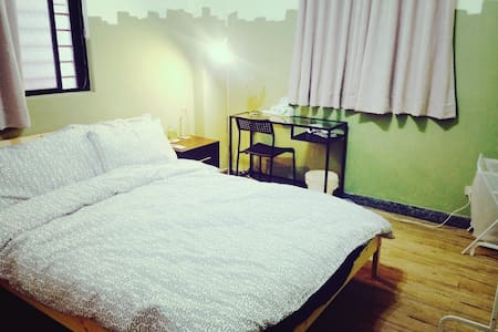 [KuKi House - Room:Cross]超讚房東☆淡水老街尾的寧靜房間 - Tamsui District - Apartment