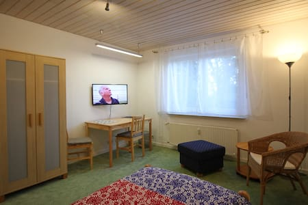 Nähe Messe /1-Pers.  Apartment am ruhigen Ortsrand - Apartamento