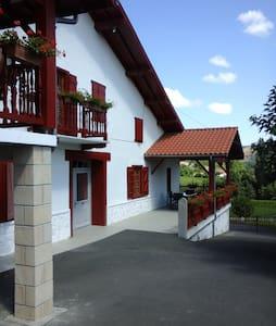Gite à la ferme au pays basque - Saint Esteben