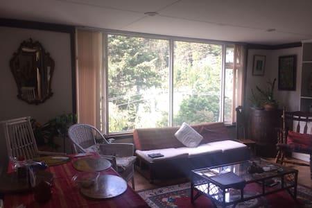 Habitación cama semidoble baño priv - Camper/RV