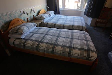 Sleeps 3 - En-suite Triple Bedroom - Bed & Breakfast