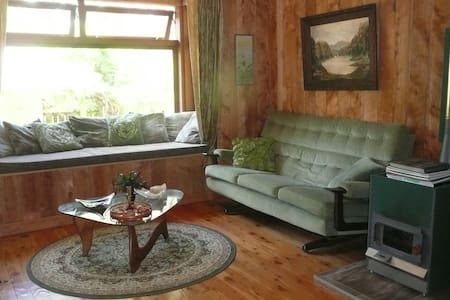 Character Cottage in Eco-Arts Retreat Centre - Auckland