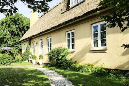 Romantisk bondehus med pool - Albertslund - Casa de campo