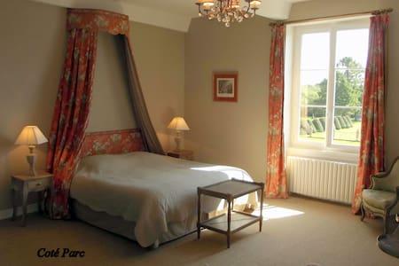 """Domaine de la Motte chambre """"Coté Parc"""" - Saint-Quentin-la-Motte-Croix-au-Bailly - Pension"""