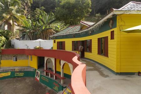 Palm Palace Villa - Balcony View! - Haddo - Villa