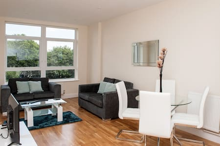 Stylish 2 bedroom town centre apartment - Ashford - Appartement