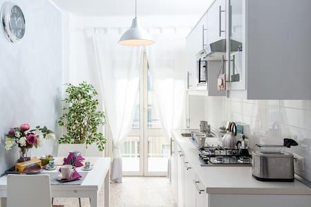 Mariposa Apartment -Garbatella - Roma - Apartment