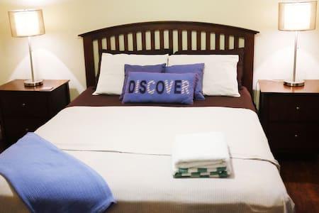 CasaArena: Sandpiper Room - Townhouse