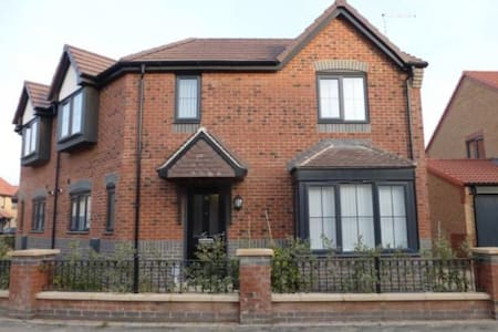 Modern, fully furnished home. - Hull - Dom