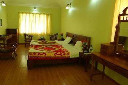 Bed and Breakfast in plantation bungalow - Munnar - Bed & Breakfast