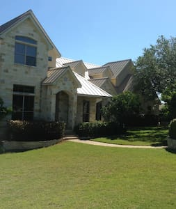 3 bedrooms, 2 bath, media room - San Antonio - House