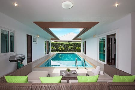 Pool villa 3 beds 150m from beach - Pattaya - Villa