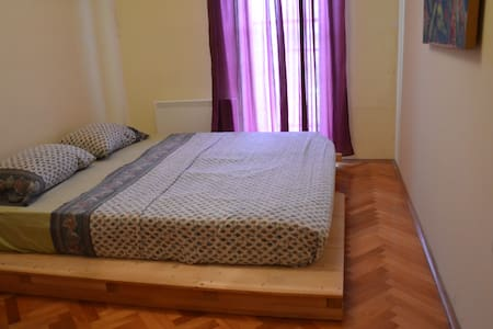 Double Room in Spacious Apt. with Rooftop Terrace - Apartment