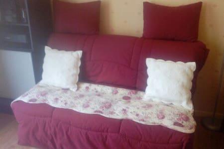 Petite chambre dans maison très calme - Montbouy - House