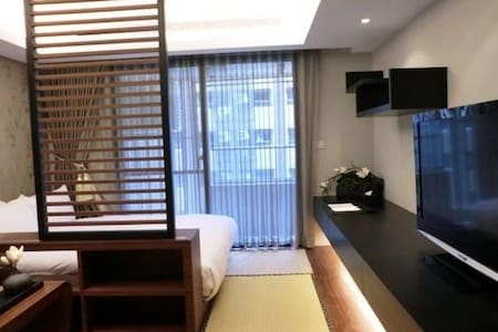 Great location 1 min Taipei station 京站樓上 1分鐘台北車站 - Datong District - Condominium