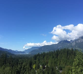 LUXURY TOWNHOUSE WITH A MILLION DOLLAR VIEW - Squamish