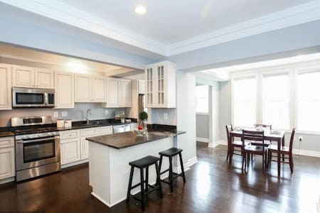 Beautiful Petworth Rowhouse - Washington - Casa