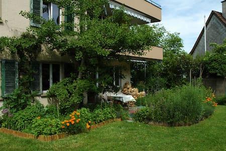 3 Zimmer-Wohnung mit Terrasse und Garten - Apartamento