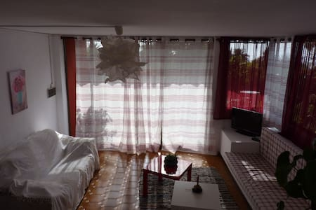 1 double bedroom apartment & garden - Huoneisto