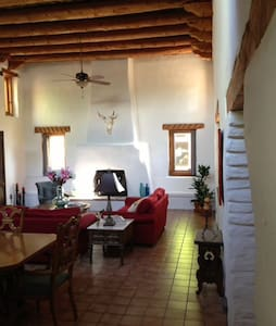 Private Room in Cozy Adobe Hacienda - Appartement