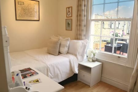 Bright Double Room / Private Terrace London - London - Apartment
