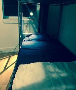 NYC Empire bunk/Huge backyard!6 - Brooklyn  - Apartment