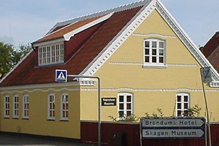 Skagen huset ligger i Skagen midtby - Casa
