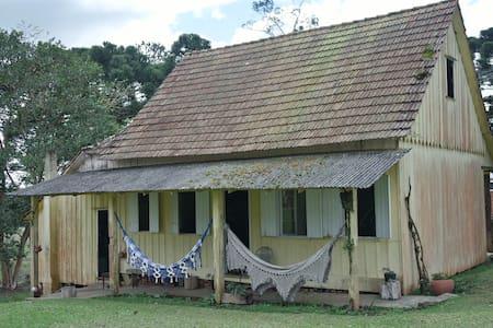 Casa centenária Caminho Trentino,30min de Curitiba - Piraquara - Hytte