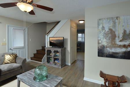 Parkway Rejuvenation - 10 Min to Boone & App State - Banner Elk - House