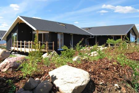 Dänisches Holzferienhaus, 500m zum Ostsee Strand - Hus