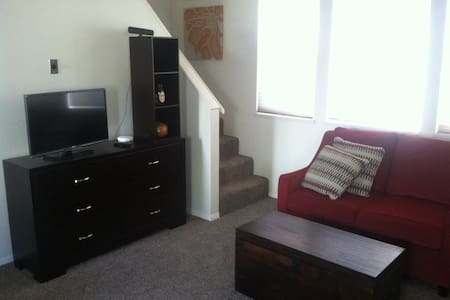 Private Studio Apt in Great Downtown GJ Location! - 아파트