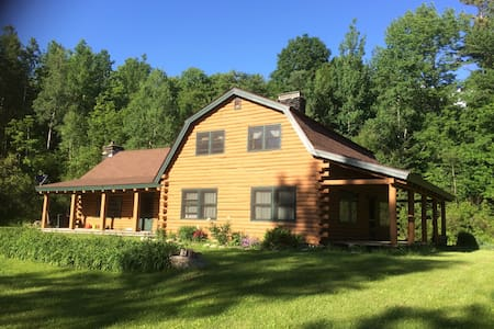 THE CABIN....a Vermont log home - Mendon - Talo