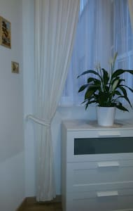 N2 cozy studio13m2 (bathroom is across the hall) - Koekelberg - Rumah