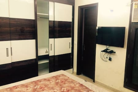1 modern furnished room near central market - Apartment