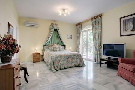 En suite Bed & Breakfast in Sotogrande - San Roque - Bed & Breakfast