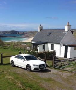Charming beach view cottage - Rhiconich - Cabin