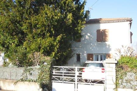 Entre bord d'Aude et contrefort des Pyrénées - Rumah