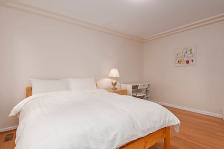 Nice Clean Room Great Location #102 - Burnaby - Haus