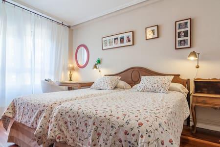 habitacion doble amplia y luminosa - Santander - Bed & Breakfast