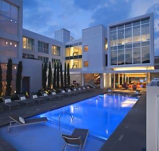 Holiday Getaway NEW Downtown Condo! - Dallas - Condominium