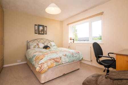 Double bedroom in cheshire village - Inap sarapan